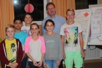 Die Schüler- und Stufensprecher mit ihrem Schulleiter Herrn Wald: Niklas, Ahmet, Jan, Alea, Jana und Bastian (v. l. n. r.) - Foto/Abbildung: Arnd Schuster